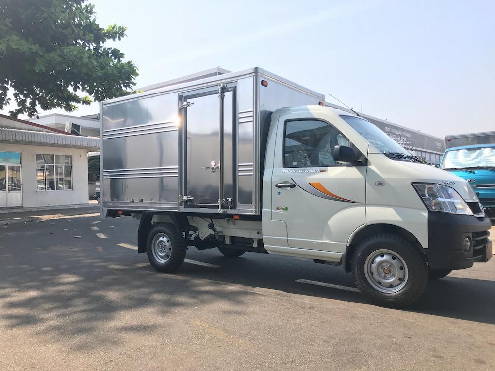Thaco Towner 990 thùng kín tải trọng cho phép 800kg.
